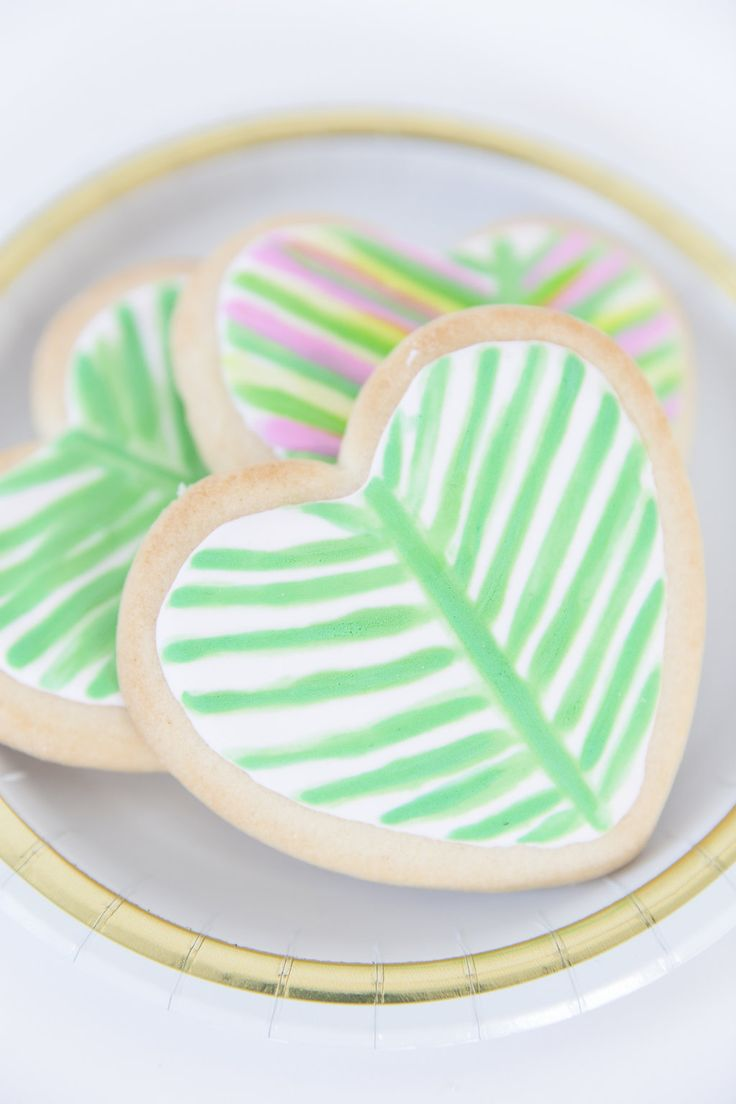 LILLY PULITZER INSPIRED PALM LEAF HEART COOKIES | Best Friends For Frosting