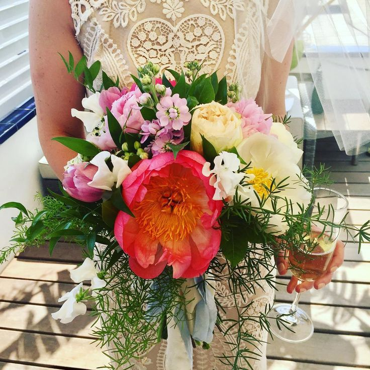 #bridalbouquet #peony #summerwedding #flowers #weddingflowers #destinationwedding #ramodenovia #sitges #flowerssitges #floristeriabrisa #wildflowers  Photo by Chelsea E. (@crunchygranolagirl)
