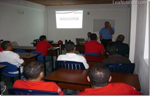 Aeropuerto Santiago Mariño adiestró a sus trabajadores en seguridad eléctrica - http://www.leanoticias.com/2012/11/20/aeropuerto-santiago-marino-adiestro-a-sus-trabajadores-en-seguridad-electrica/