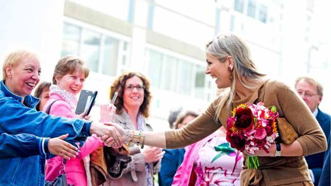 Maxima d'Olanda, regina dal cuore d'oro con gli immigrati | People