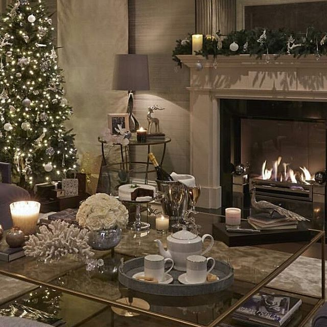 Credits: @sophiepatersoninteriors  #interiordesign #inspiration #inspo #inspirasjon #interiør #decorating #decoração #design #style #architecture #livingroom #happiness #homesweethome #homedecor #love #luxury #lifestyle #ultimate #dream #casa #cozyhome #contemporary #neutral #christmas #holiday #loveisallaroundus #fireplace #coffeetable#winter #beautifulhome