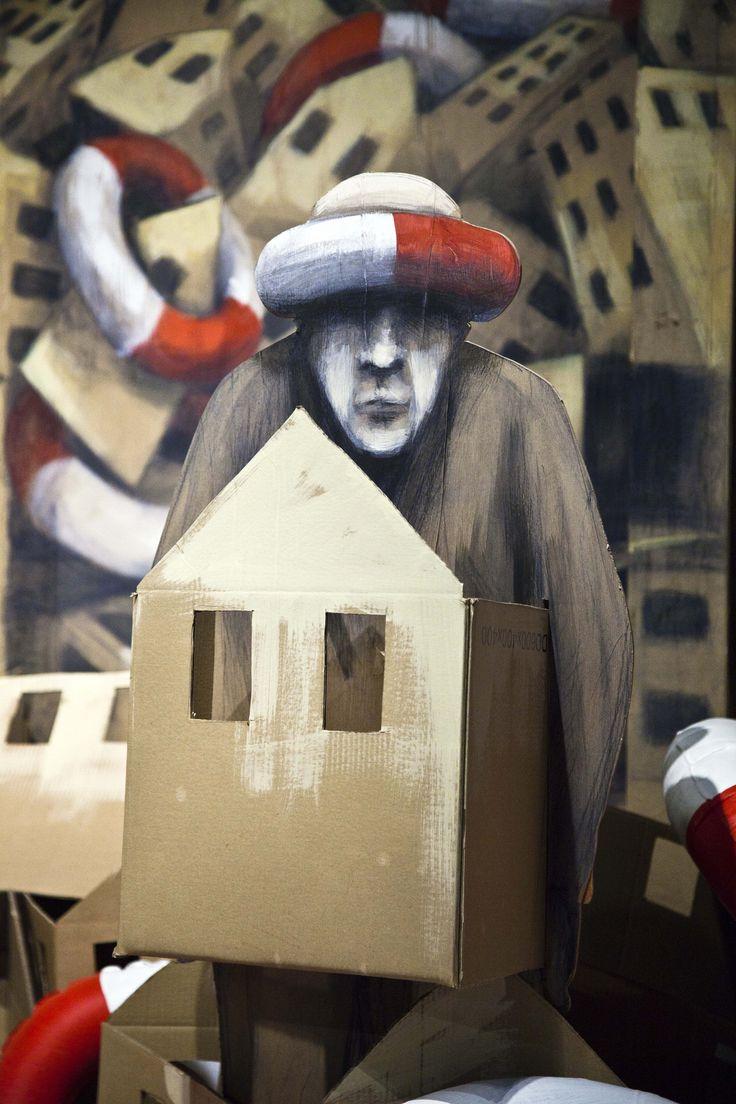 Sa maison est en carton | His house is made of cardboard  Philippe Hérard