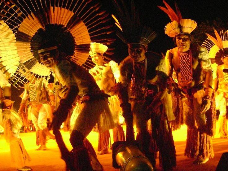 Por ser comemorado oficialmente no dia 25 de março, quando também é celebrada a libertação dos escravos no Ceará, o Dia do Maracatu conta com uma série de atividades em homenagem à data.