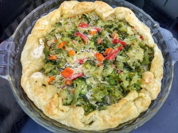 Aprende a preparar tarta de brócoli y queso crema light con esta rica y fácil receta. Nos encantan las tartas de verduras..., pero parece que solo por el hecho de...