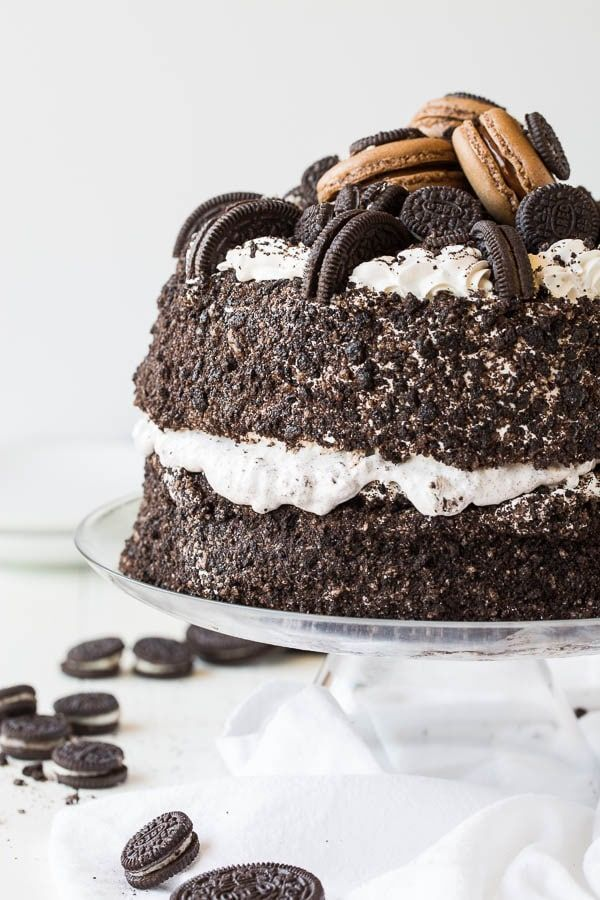 Massively impressive and tall, this Oreo Ice Cream Freak Cake is a showstopper! And you only need less than 15 minutes to put it together.
