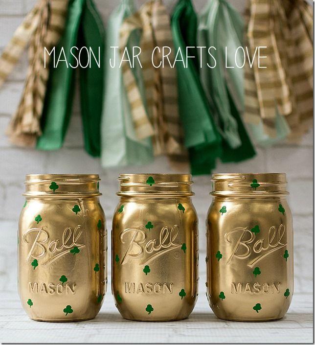 St. Patrick's Day Jar by @masonjarcraft   DIY shamrock mason jars   St. Patrick's Day decor
