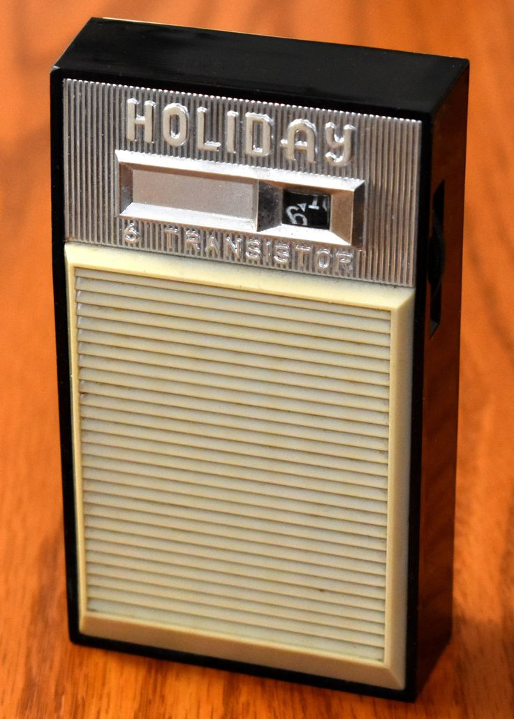 Vintage Holiday Transistor Radio, Model S600, AM Band, 6