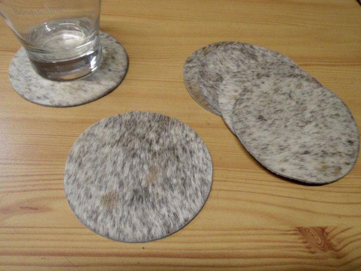 6 Untersetzer aus Kuhfell grauweiß 10cm rund  von DieFellschmiede via dawanda.com