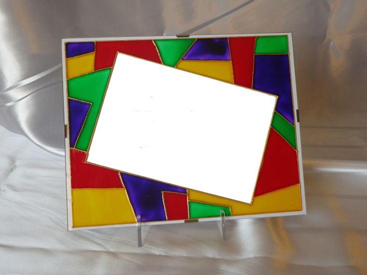 cornice a giorno decorata con colori molto vivaci, originale per una foto ricordo
