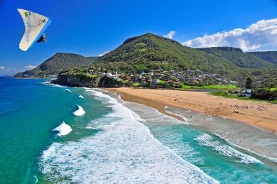 Stanwell Park hanglider over the beach