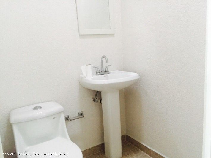 Consultorio u oficina en renta Lago Erie, el baño esta en excelentes condiciones, limpio y todo en su lugar