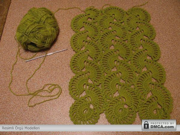 Yeşil ipten tığ ile örülmüş bayan atkıları