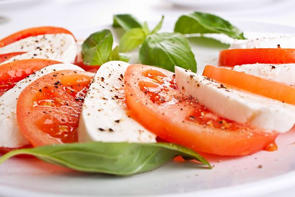 Tomato and mozzarella salad You can't really cook? Here's some simple salad recipes for this summer