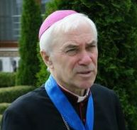 RORATE CÆLI: RORATE EXCLUSIVE: Open letter by Archbishop on the crisis in the Church'It is difficult to believe that Pope Benedict XVI freely renounced his ministry as successor of Peter.''I am forced to resort to this public means of expression because I fear that any other method would be greeted by a brick wall of silence and disregard.''... increasingly evident that the Vatican through the Secretariat of State has taken the course of political correctness.'