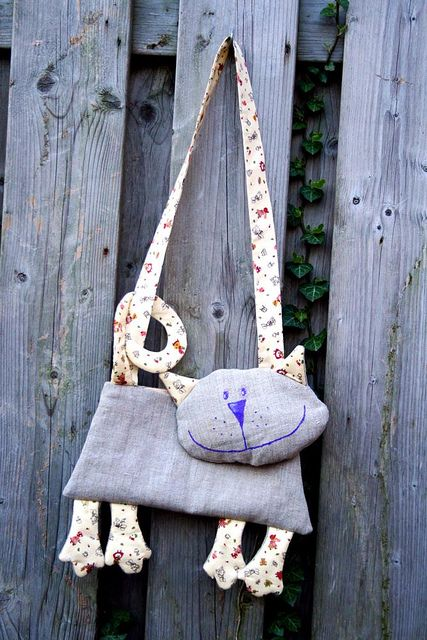 Cat bag with pattern! Yes, you can make your own, fantastic! #sewing #handbag #cute #tutorial
