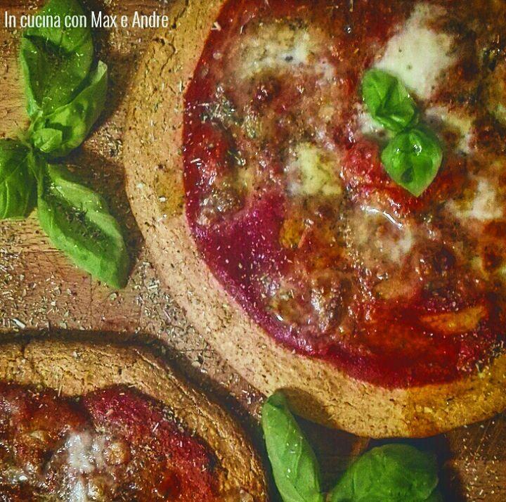 Quinoa Pizza - Mettere a bagno la quinoa e lasciarla in ammollo per 12 ore. A questo punto risciacquarla sotto l'acqua corrente mettendo la quinoa in un...