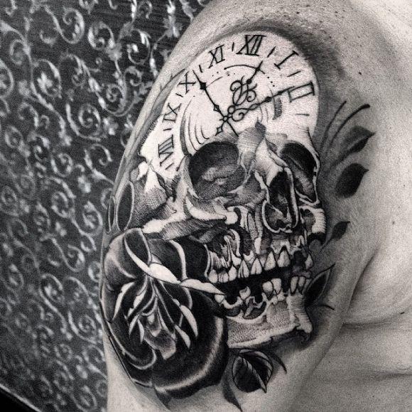 Crâne horloge tatouage