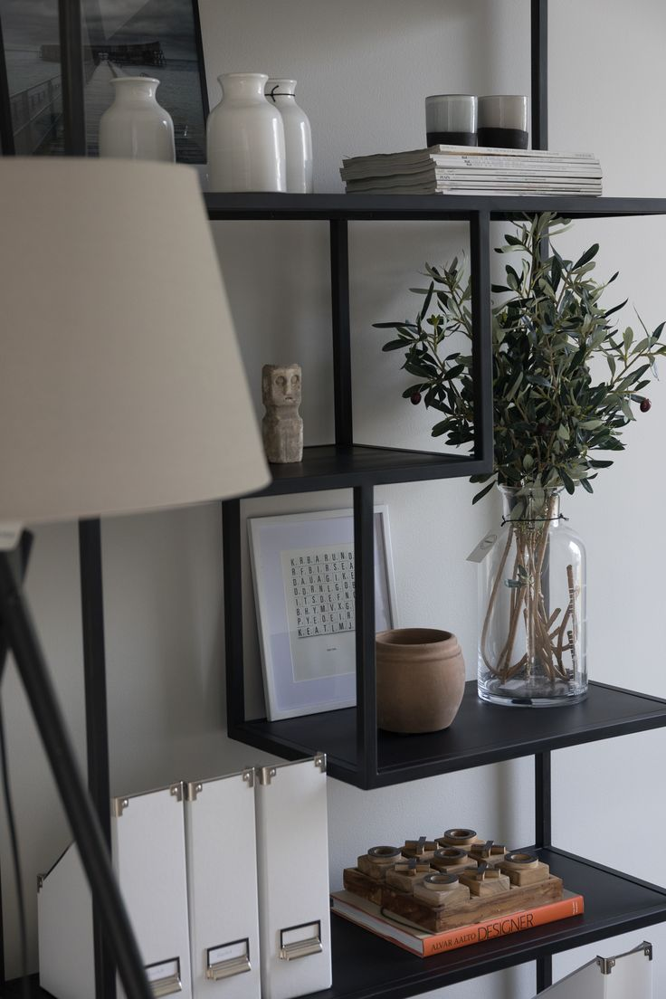 Moderni hylly olohuoneeseen, Design-Talo Pala