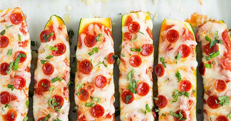 """Zapečené cuketové """"pizza lodičky"""" s parmezánem a kvalitní klobáskou"""