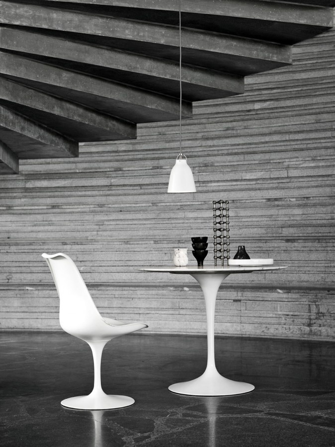 : Caravaggio Pendants, White Design, Trav'Lin Lights, Lights Years, Tulip Chairs, Lightyear, Tables Lamps, Saarinen Tulip, Pendants Lights