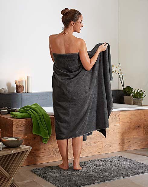 Modne trendy łazienkowe: meble łazienkowe, tekstylia, akcesoria