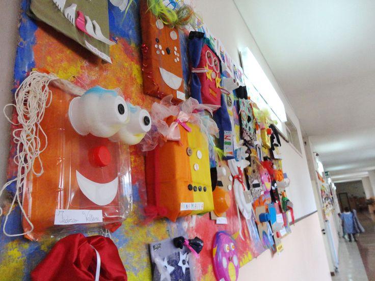 """Assemblaggio di materiale di scarto per la realizzazione di maschere decorative - Laboratorio per bambini della Scuola Primaria, Progetto di sviluppo della manualità creativa """"Ogni Bambino è un Artista"""""""