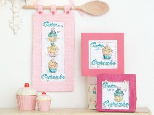 Cute #cupcake #crossstitch card design available FREE from www.cross-stitching.com - perfect for Valentine's Day!
