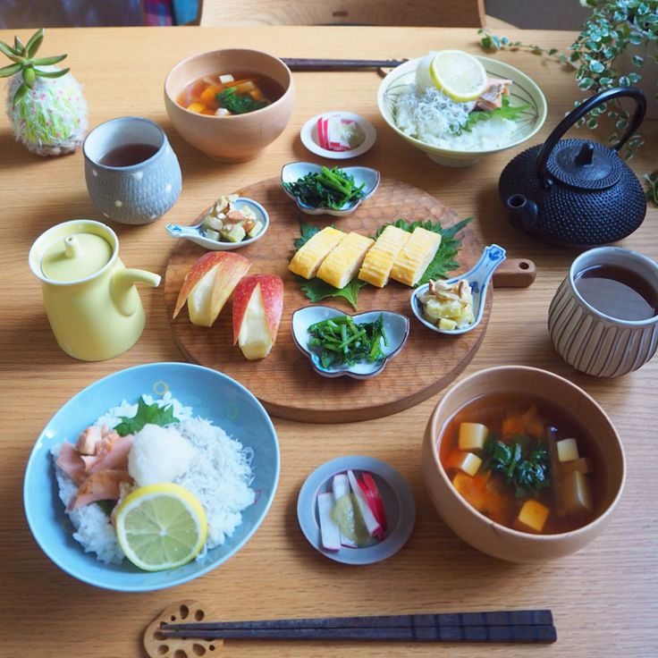 """819 Likes, 3 Comments - みか (@mikasko) on Instagram: """"2017.11.17  おはようございます  今日のあさごはんは * ・鮭しらすごはん ・野菜と豆腐の味噌汁 ・さつまいもマヨナッツ和え ・クレソンのお浸し ・たまごやき ・赤大根スティック…"""""""