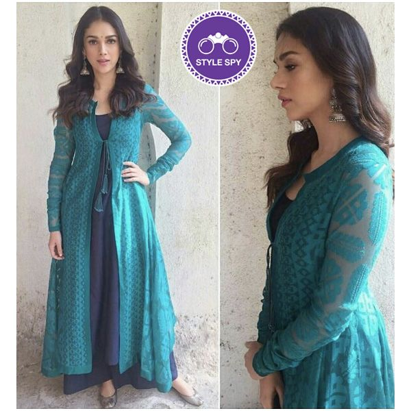 We love the vivid Teal on Aditi! And those Silver Jhumkas definitely calls for some Extra brownie points! #aditiraohydari #experimentalethnics #voonikstylespy