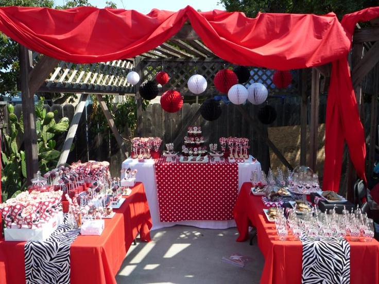 minnie and mickey mouse dessert table