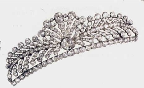 Count of Paris Diamond Bandeau Tiara. Owned by Henri D'Orleans (pretender to the French throne), worn by his daughters (Anne and Isabelle) on their wedding days. Also can be worn as a choker/pendant.