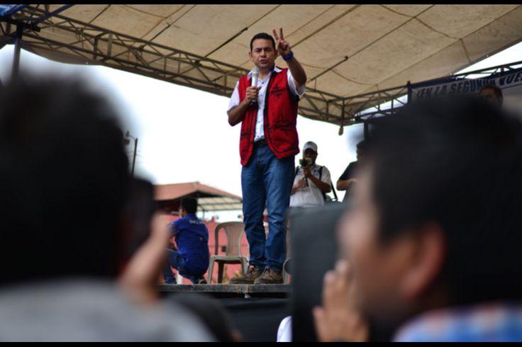 Jimmy Morales recorrió, primero por tierra y luego en helicóptero, buena parte del territorio nacional para ganar votantes. Sin embargo, dejó pocas promesas para los guatemaltecos. Soy502 ha reunido 1