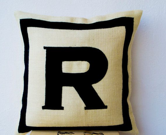 Hey, j'ai trouvé ce super article sur Etsy, chez https://www.etsy.com/fr/listing/170103218/personnalise-monogramme-throw-pillow