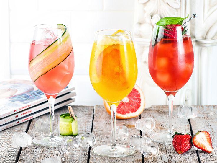 Винные коктейли: Лилле Спритц, Свежая Роза, Сангрия в Ночь //  Wine cocktails: Lillet Spritz, Still Rose, Sangria Night. У счастья много сторон – тихая и уютная, легкая и романтичная, уверенная и сильная. Но сегодня лучше всего исследовать громкую, смешливую и бесшабашную сторону счастья. А с ней непременно будут друзья, разговоры до утра и винные коктейли для самых теплых и душевных вечеров.