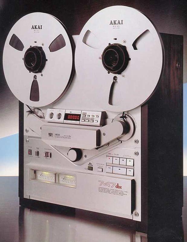 Magnétophone Akaï GX-747 - www.remix-numerisation.fr - Rendez vos souvenirs durables ! - Sauvegarde - Transfert - Copie - Digitalisation - Restauration de bande magnétique Audio Dématérialisation audio - MiniDisc - Cassette Audio et Cassette VHS - VHSC - SVHSC - Video8 - Hi8 - Digital8 - MiniDv - Laserdisc - Bobine fil d'acier - Micro-cassette - Digitalisation audio - Elcaset