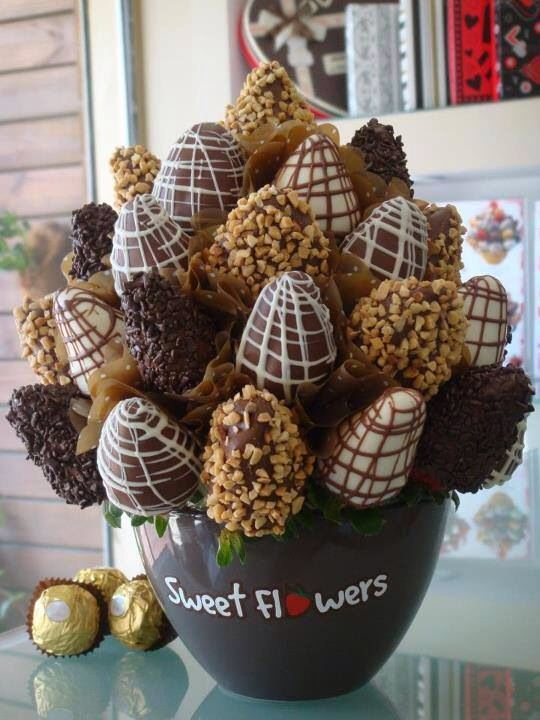 Strawberry bouquets ! Yuuuum , different ingredients can really change the whole look