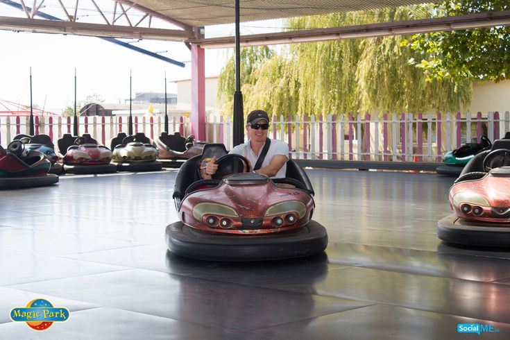 Ένας προστατευτικός μπαμπάς…ένας εξαιρετικός συνοδηγός! Ο μπόμπιρας έρχεται σε επαφή με το τι θα πει συναρπαστική οδήγηση - και, από τις 17 Μαρτίου, θα μπορέσει να χαρεί, ξανά, τα συγκρουόμενα!
