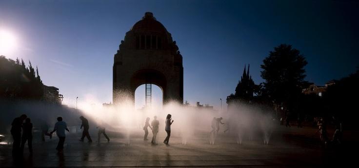 México: Corredor Peatonal Francisco I. Madero y plaza de la República. Arquitectos: Felipe Leal Fernández y Daniel Escotto Sánchez. Fotografía: Fernando Cordero
