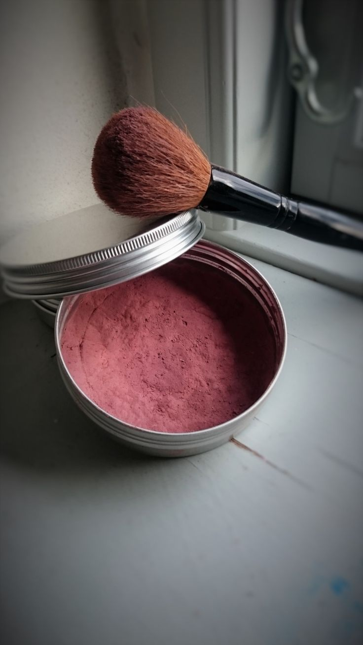 Apple Cheek Mineral blush - Super easy to make and gives a fresh spring glow.