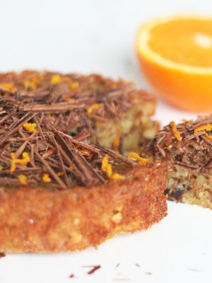Nøddekage med appelsin, kanel og chokolade