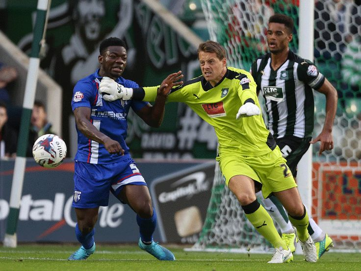 Making the ball his - Luke McCormick of Plymouth Argyle FC in his SMU Quartz Flat Palm gloves!