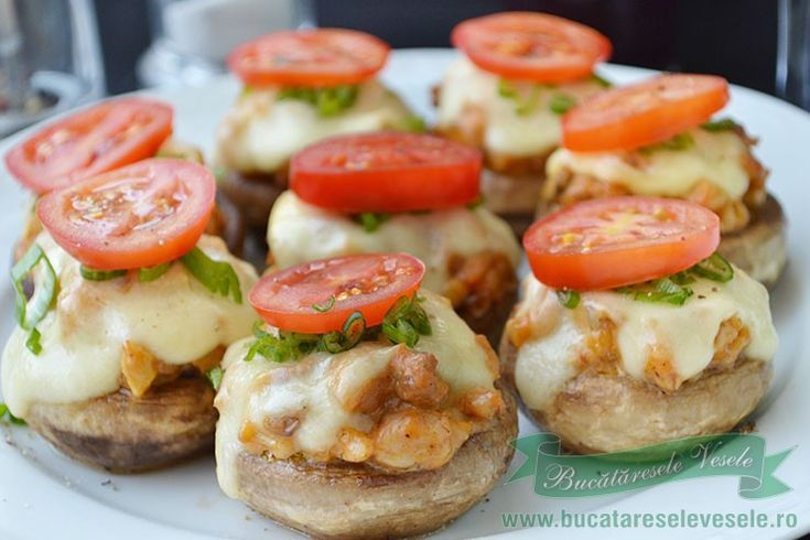 Hamburgeri din Ciuperci.Hamburgeri rapizi si deliciosi preparati din ciuperci, carne si cascaval cu rosii si salata verde.Hamburgeri deliciosi si buni!