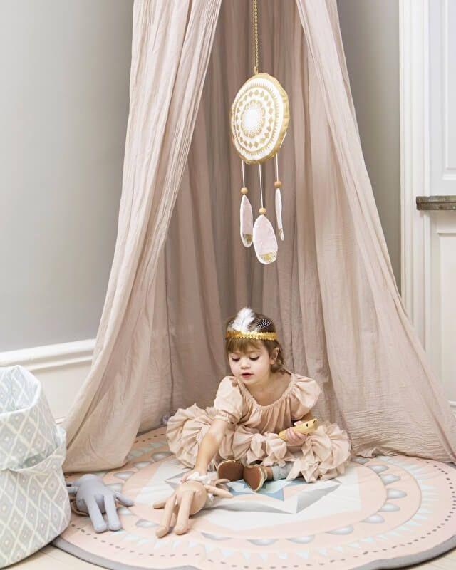 Chique sfeer in de babykamer met elodie https://www.ikwoonfijn.nl/chique-sfeer-in-de-babykamer-met-elodie/