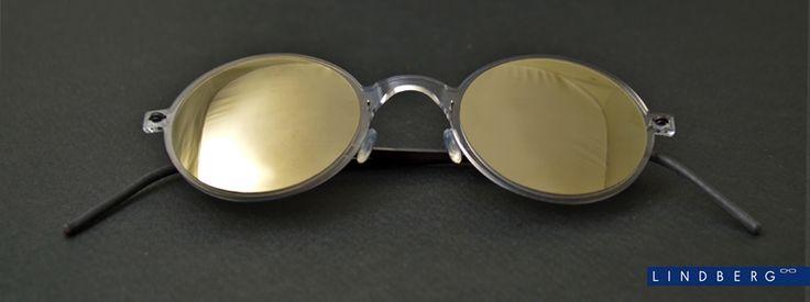 Το minimal design προσφέρει ένα ανάλαφρο αποτέλεσμα ενώ ζυγίζουν μόλις 2,3 γραμ., χωρίς βίδες και κολλήσεις, χαρίζουν αξεπέραστη άνεση και πρακτικότητα σε όποιον τα φορά. Κατασκευασμένα από ειδικά σχεδιασμένα, υποαλλεργικά υλικά, όπως το acetate και το τιτάνιο , οι σκελετοί είναι απόλυτα εύκαμπτοι και εντυπωσιακά ανθεκτικοί. Οι φακοί είναι απίστευτα ελαφρύς και φέρνουν την υπογραφή & ποιότητα της Carl Zeiss Lenses.