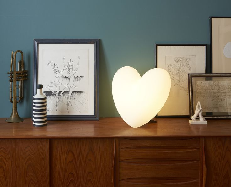 Love table lamp | design Stefano Giovannoni.  Material Polyethylene   Dimensions cm. L/P/A 40/27/38   Lighting 1 X 7W - E27    Weight kg. 2.5