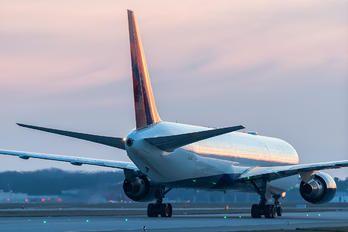 N839MH - Delta Air Lines Boeing 767-400ER photo (109 views)
