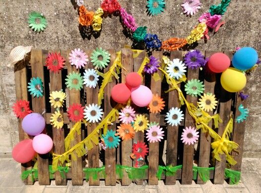 How to create a colourful hippie photocall from pallets for Decoracion de photocall
