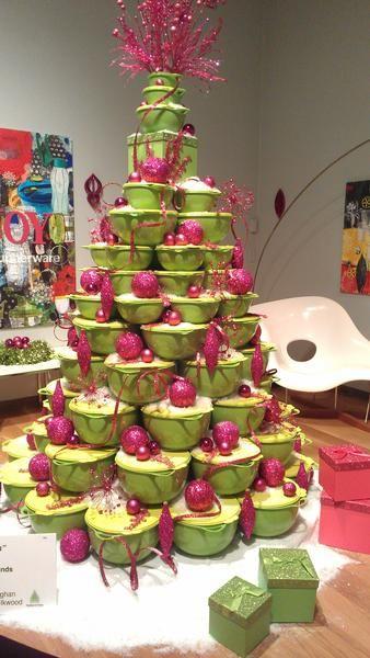 Christmas Tree made from green Tupperware bowls ..voor een kookstudio kookstudiomarlous@gmail.com