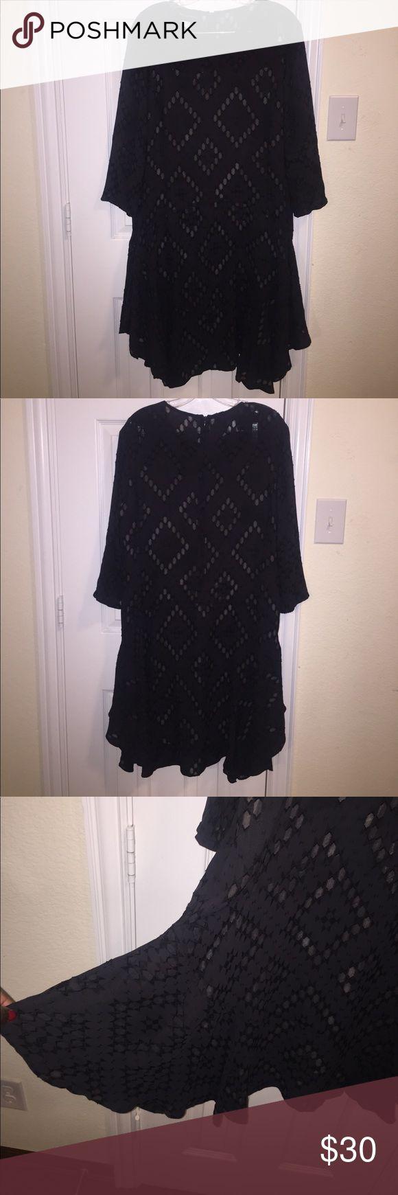 DONNA MORGAN BEAUTIFUL BLACK DRESS Pretty black dress with a dramatic finish Donna Morgan Dresses Midi