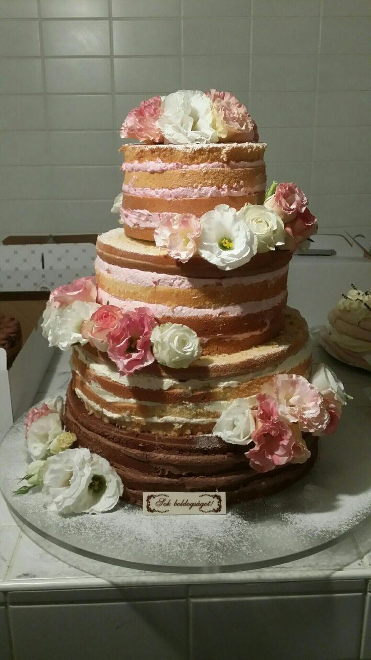Hűtőházban a pucér esküvői torta  (Bor Imre, Dabas)